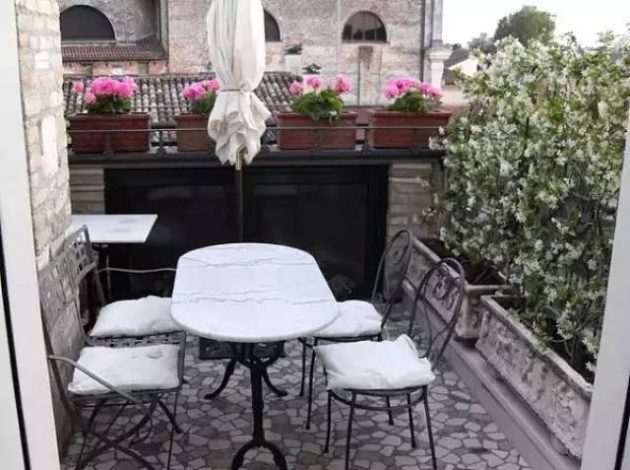 37-attractive-small-balcony-designs (35)