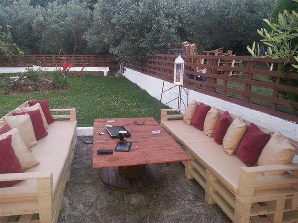 88 pallet sofa ideas (19)