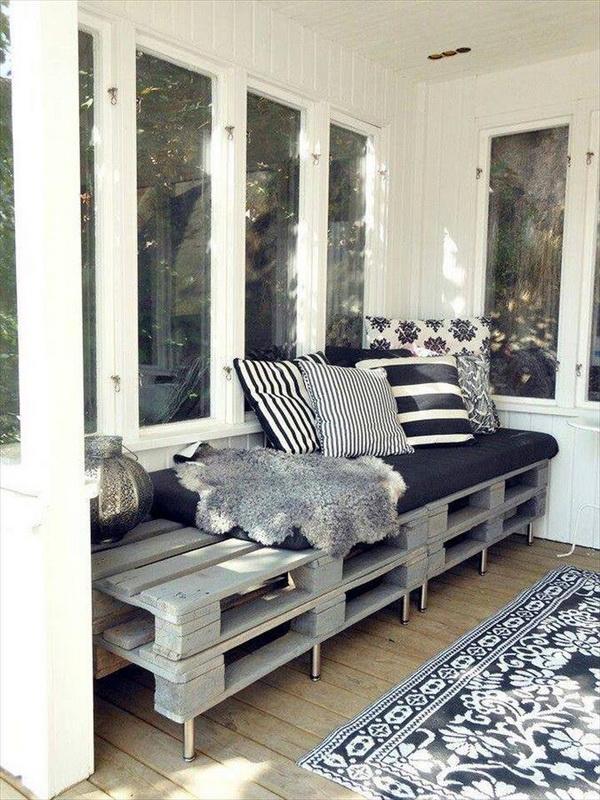88 pallet sofa ideas (29)