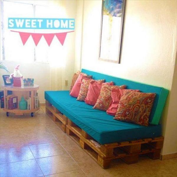 88 pallet sofa ideas (32)