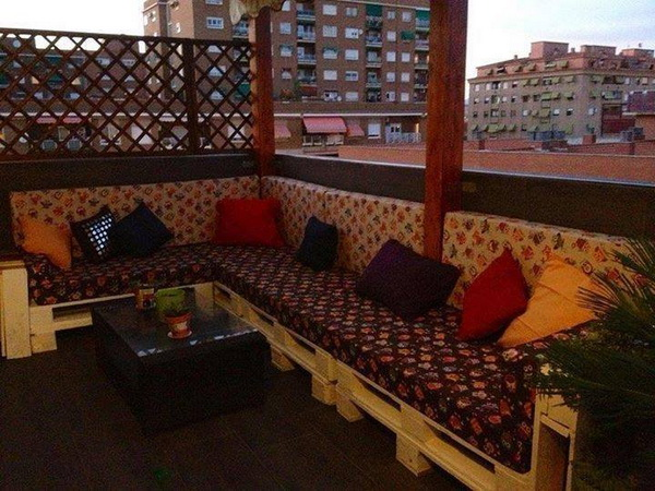 88 pallet sofa ideas (43)