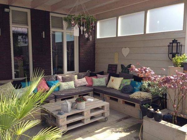 88 pallet sofa ideas (47)