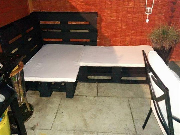 88 pallet sofa ideas (9)