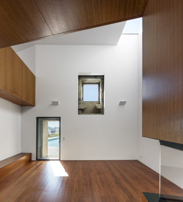 Modern house box in shape with minimalist interiors (19)