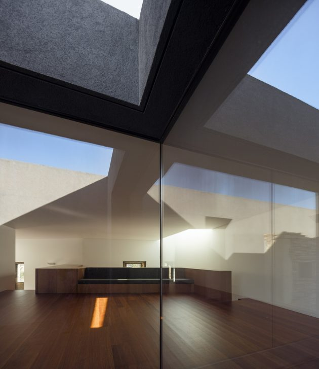 Modern house box in shape with minimalist interiors (5)