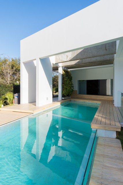 Modern house white tone with swimming pool Garden Nature (10)