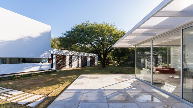 Modern house white tone with swimming pool Garden Nature (13)