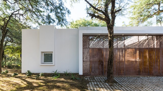 Modern house white tone with swimming pool Garden Nature (18)