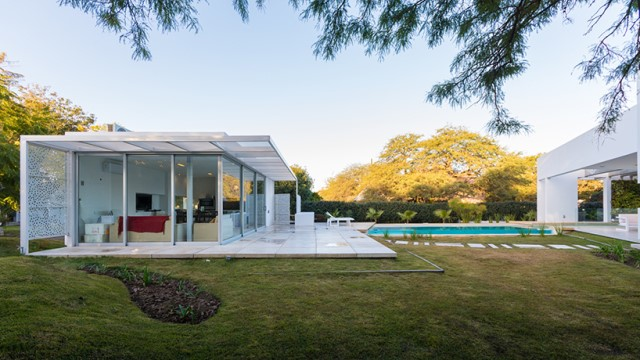 Modern house white tone with swimming pool Garden Nature (8)