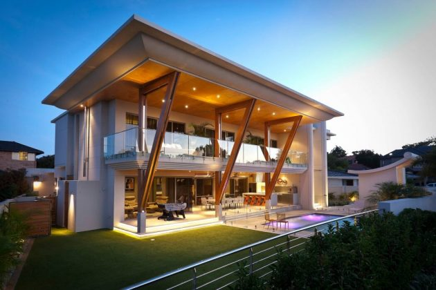 Two-storey modern house materials from wood glass in seaside (1)