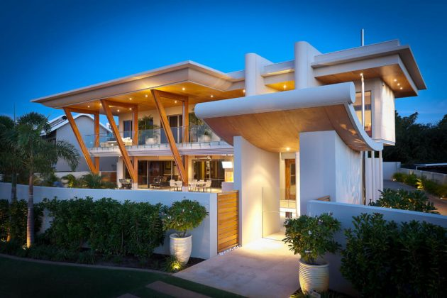 Two-storey modern house materials from wood glass in seaside (10)