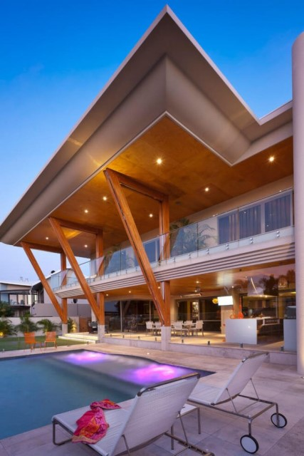 Two-storey modern house materials from wood glass in seaside (2)