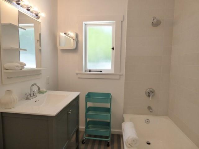 contemporary compact home 2 bedroom luxury interior (9)