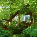 กระท่อมไม้ริมแม่น้ำ ขนาดเล็กกะทัดรัด เหมาะกับแบบบ้านสวน บ้านตากอากาศ