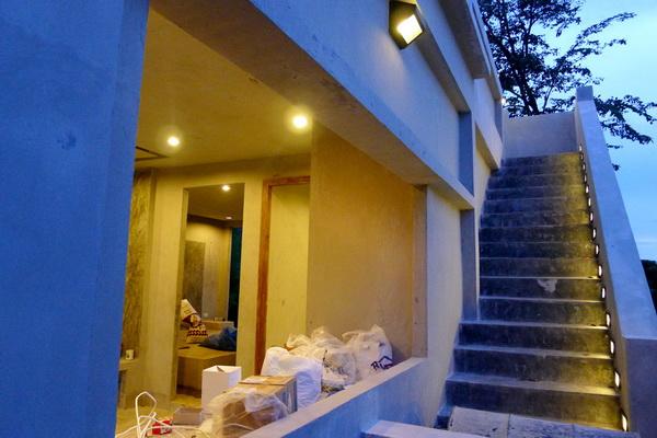 small modern loft concrete house review (59)