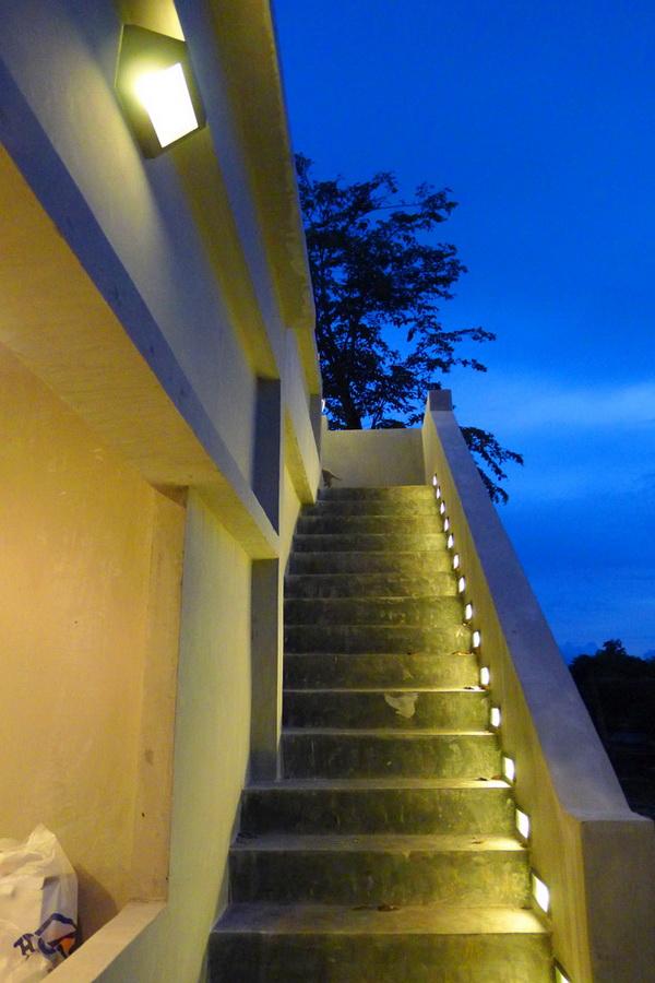 small modern loft concrete house review (63)