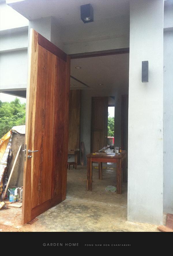 small modern loft concrete house review (84)