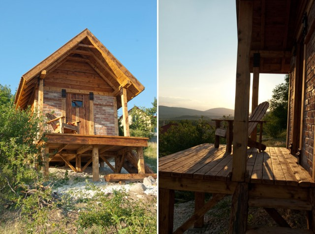 small rustic House with balcony (3)