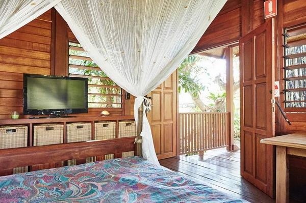 small wooden cozy retreat (5)