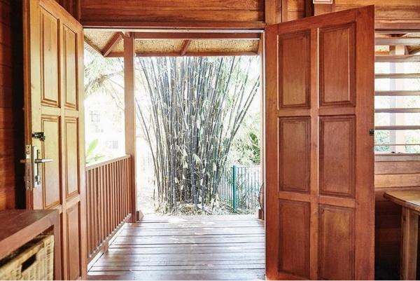 small wooden cozy retreat (7)