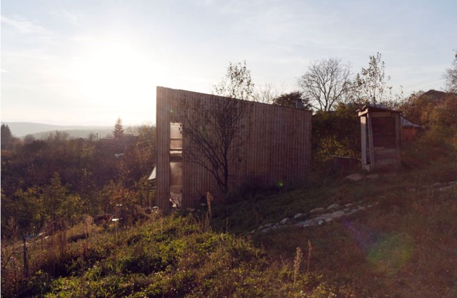 wooden cabin house on the hills (1)