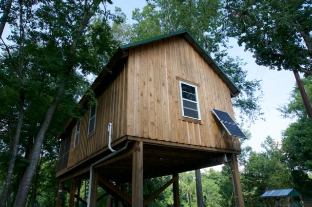 wooden cottages house on stilts 1 bathroom (11)