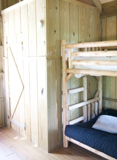 wooden cottages house on stilts 1 bathroom (2)