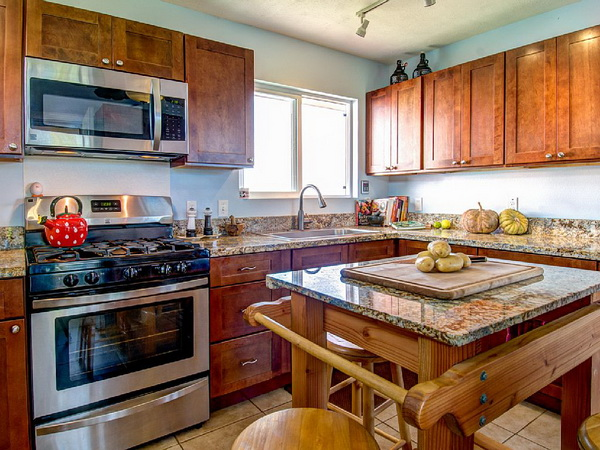 1-storey-floor-raised-wooden-bungalow-house-5