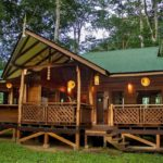 บ้านไม้ชั้นเดียวยกพื้น บรรยากาศพักผ่อนเย็นสบาย โปร่งโล่งเข้ากับธรรมชาติ