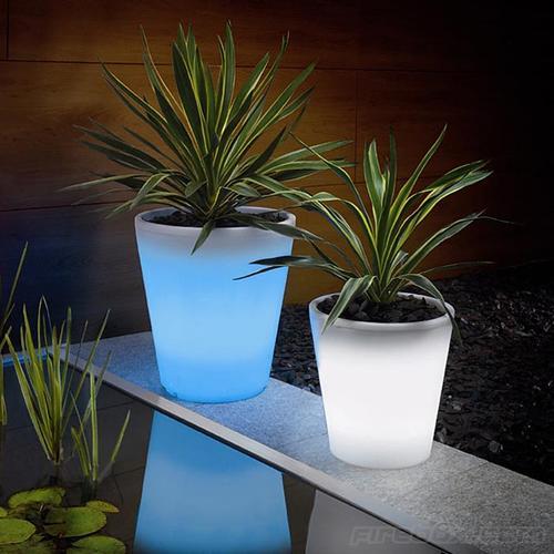 15-astonishing-illuminated-planter-designs (10)