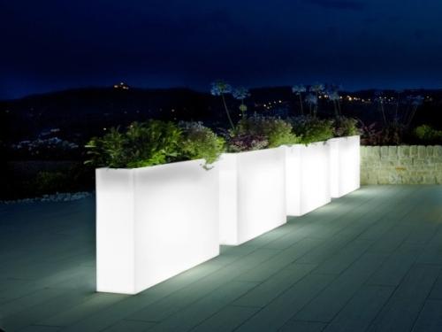 15-astonishing-illuminated-planter-designs (11)