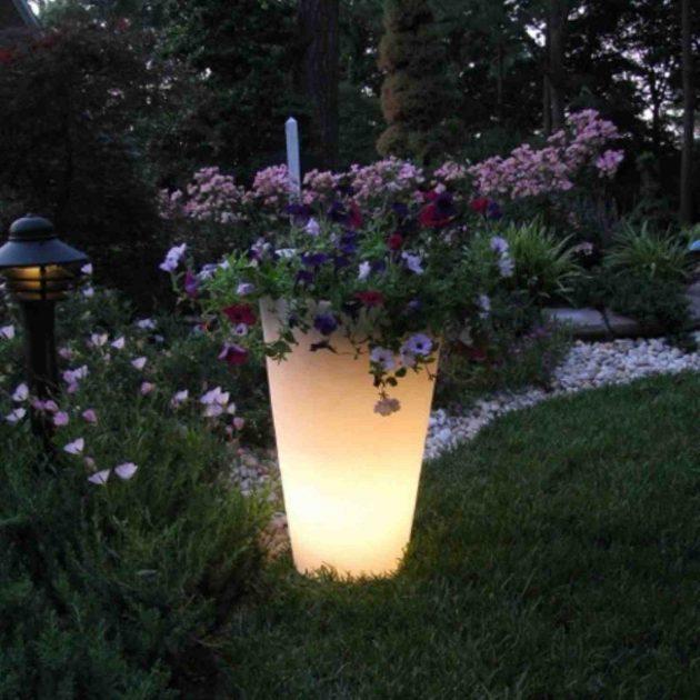 15-astonishing-illuminated-planter-designs (3)