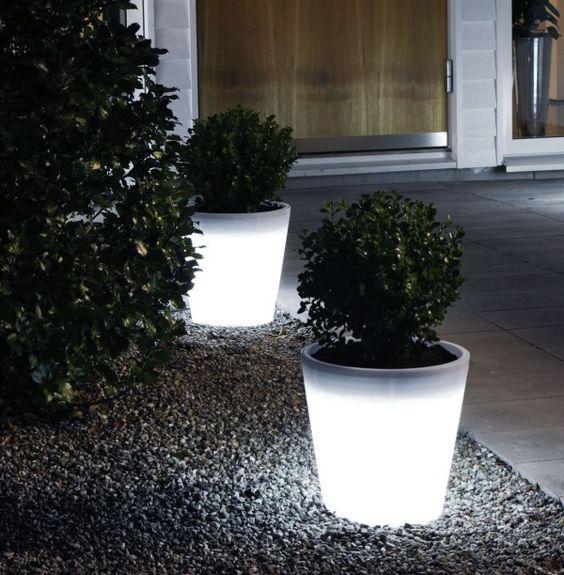 15-astonishing-illuminated-planter-designs (5)