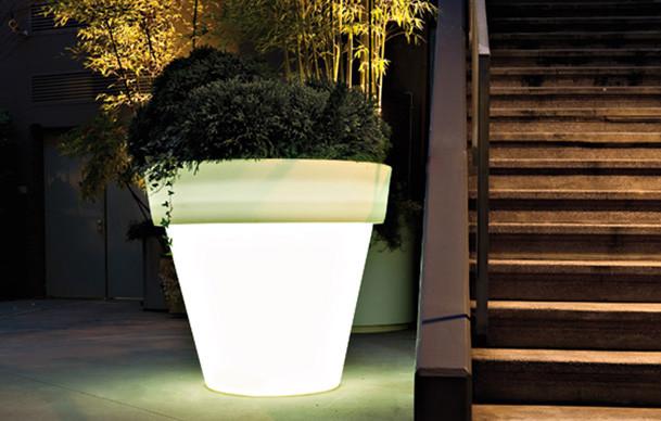 15-astonishing-illuminated-planter-designs (8)
