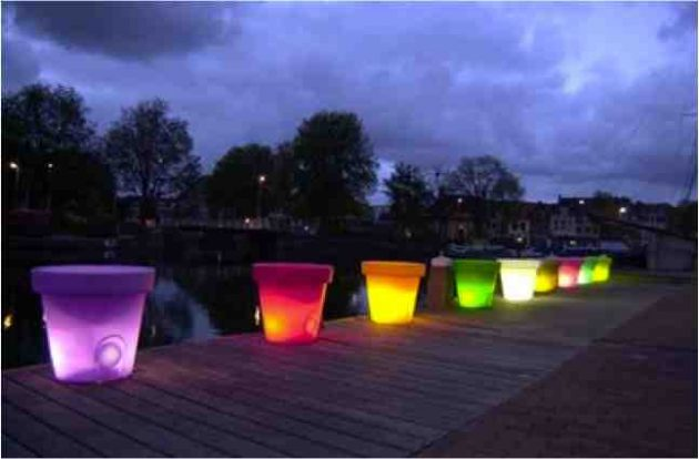 15-astonishing-illuminated-planter-designs (9)