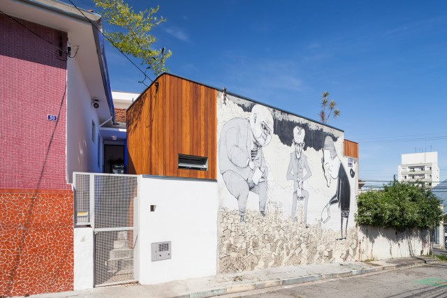 2-storey-modern-house-with-cement-and-paintings-wall-8