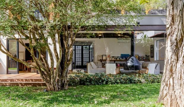 2-storey-mixed-material-garden-house-3