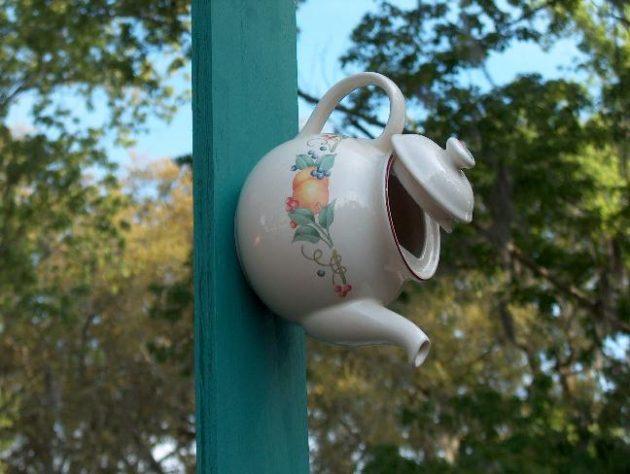 22-diy-ideas-old-teapot-to-flowerpot-11