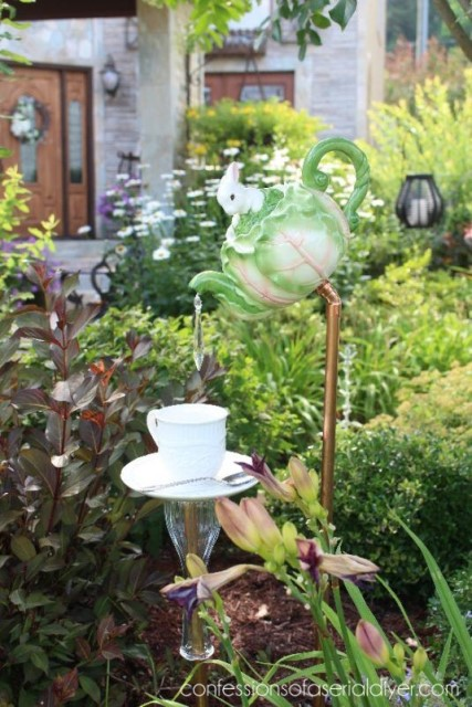 22-diy-ideas-old-teapot-to-flowerpot-12