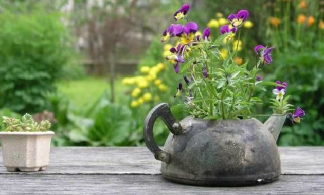 22-diy-ideas-old-teapot-to-flowerpot-15