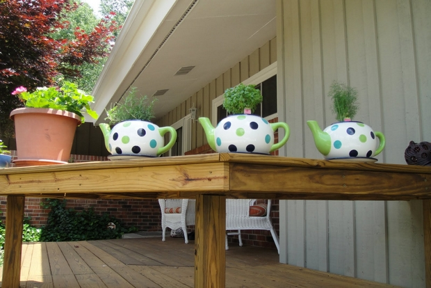 22-diy-ideas-old-teapot-to-flowerpot-2