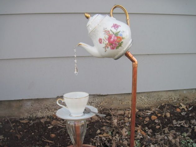 22-diy-ideas-old-teapot-to-flowerpot-23