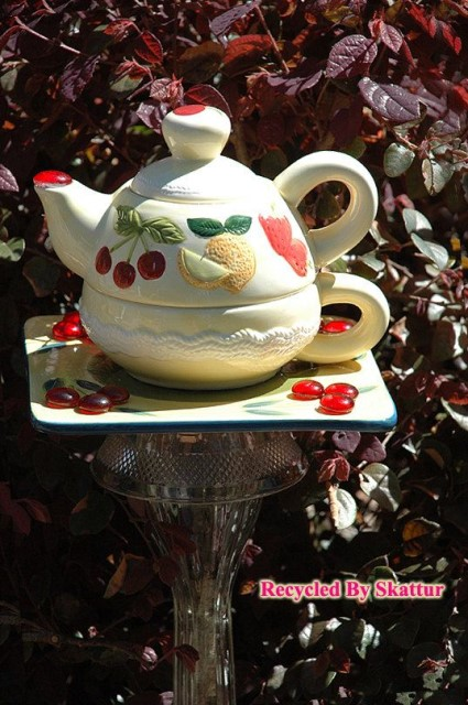 22-diy-ideas-old-teapot-to-flowerpot-5