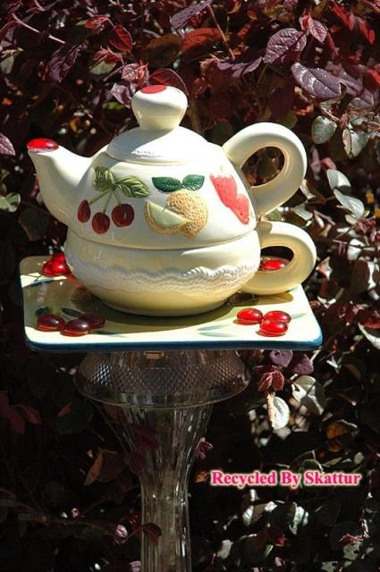 22-diy-ideas-old-teapot-to-flowerpot-5