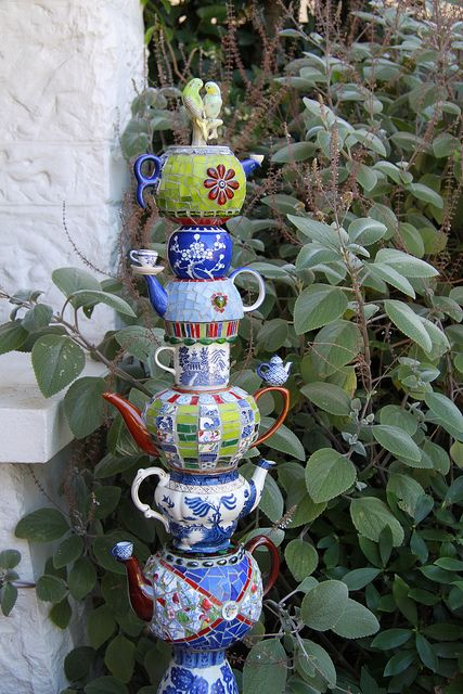 22-diy-ideas-old-teapot-to-flowerpot-8