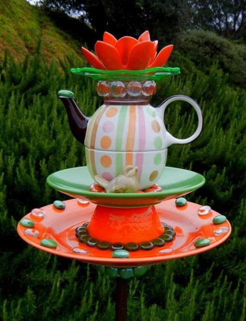 22-diy-ideas-old-teapot-to-flowerpot-9