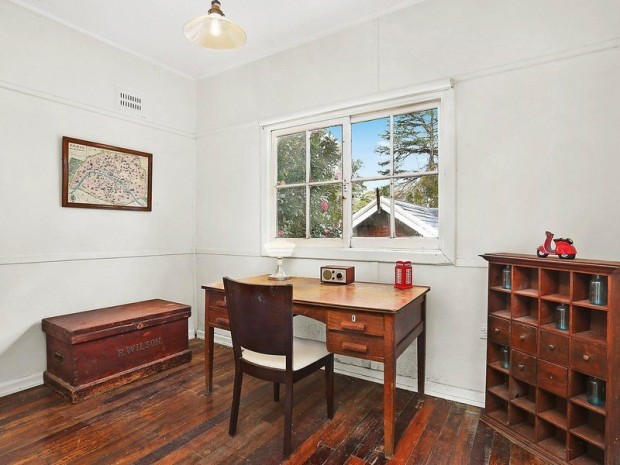 3-bedroom-cozy-classic-hip-roof-house-6