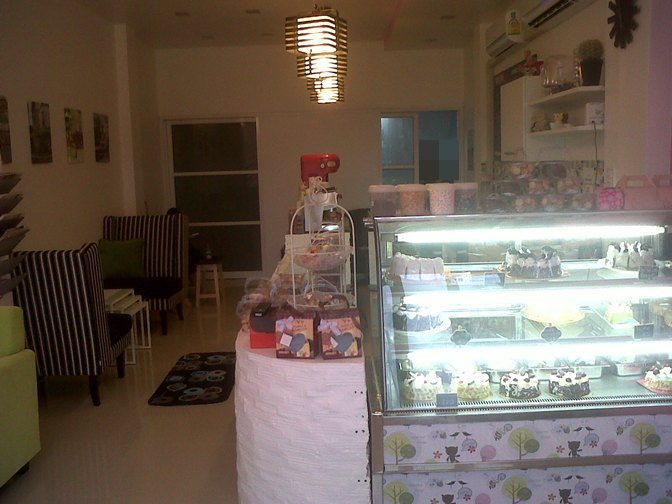3-storey-townhouse-renovate-into-cute-bakery-house-29
