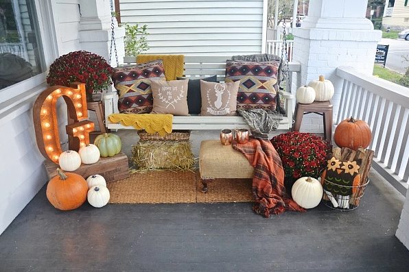 32-cozy-porch-decoration-ideas-for-autumn-1