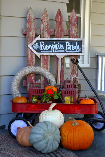 32-cozy-porch-decoration-ideas-for-autumn-11